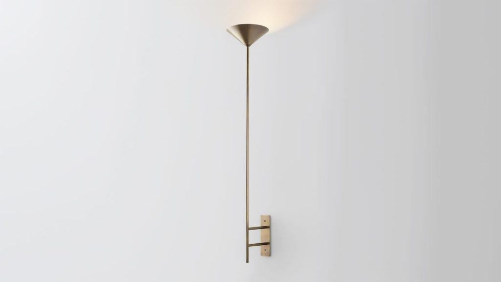Iluminación con forma piramidal pensada por Volker Haug Studio 13