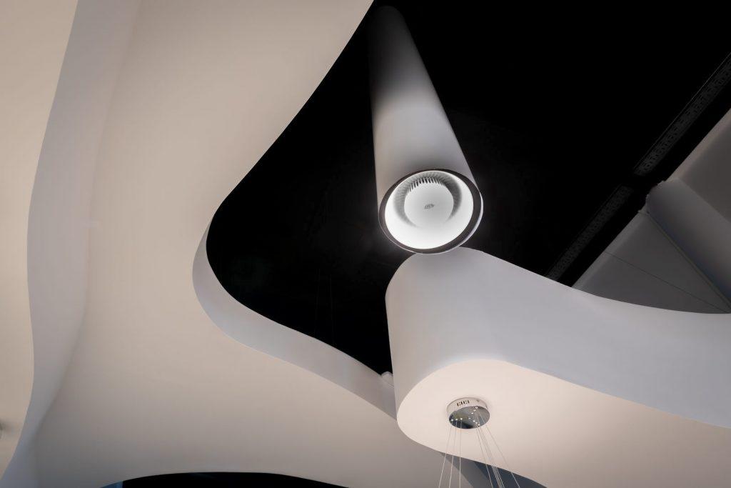 Una óptica entre curvas blancas y tubos telescópicos 12