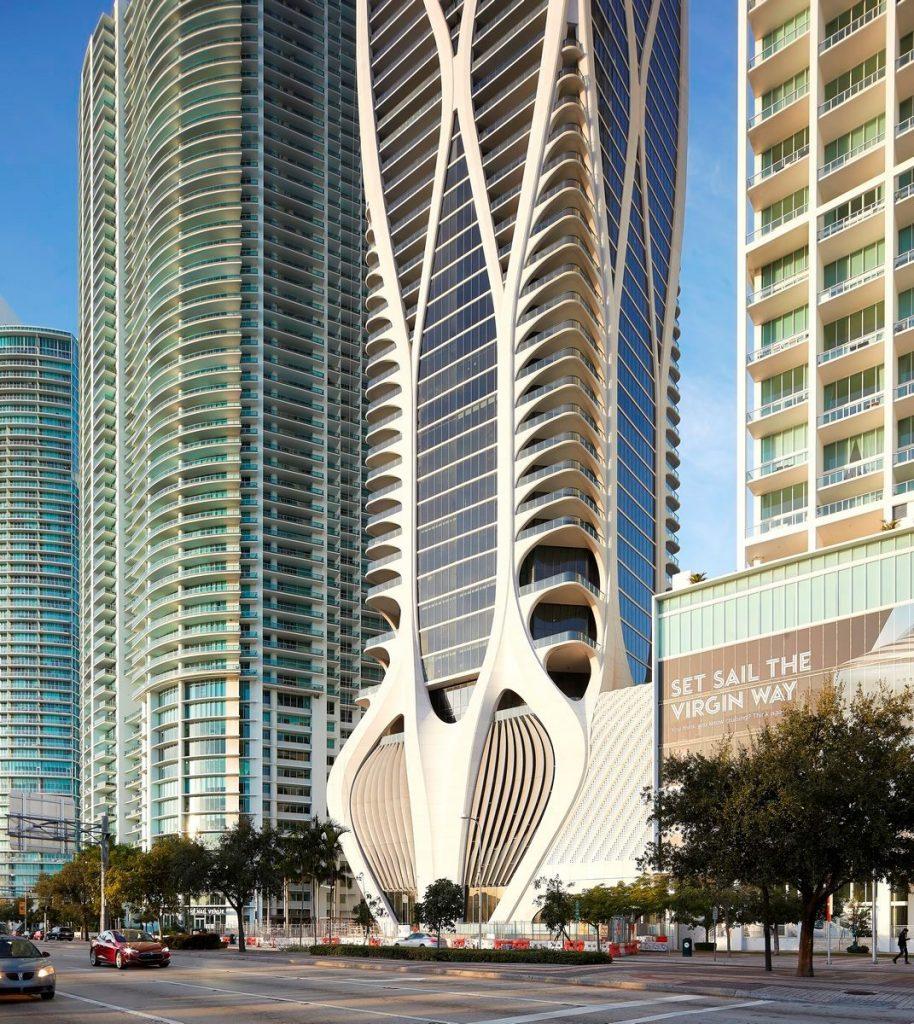 Fluidez entre arquitectura e ingeniería en las curvas de One Thousand Museum 7