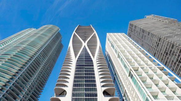 Fluidez entre arquitectura e ingeniería en las curvas de One Thousand Museum 4