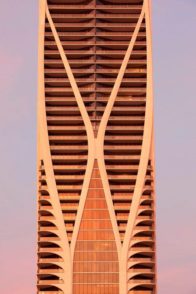 Fluidez entre arquitectura e ingeniería en las curvas de One Thousand Museum 9