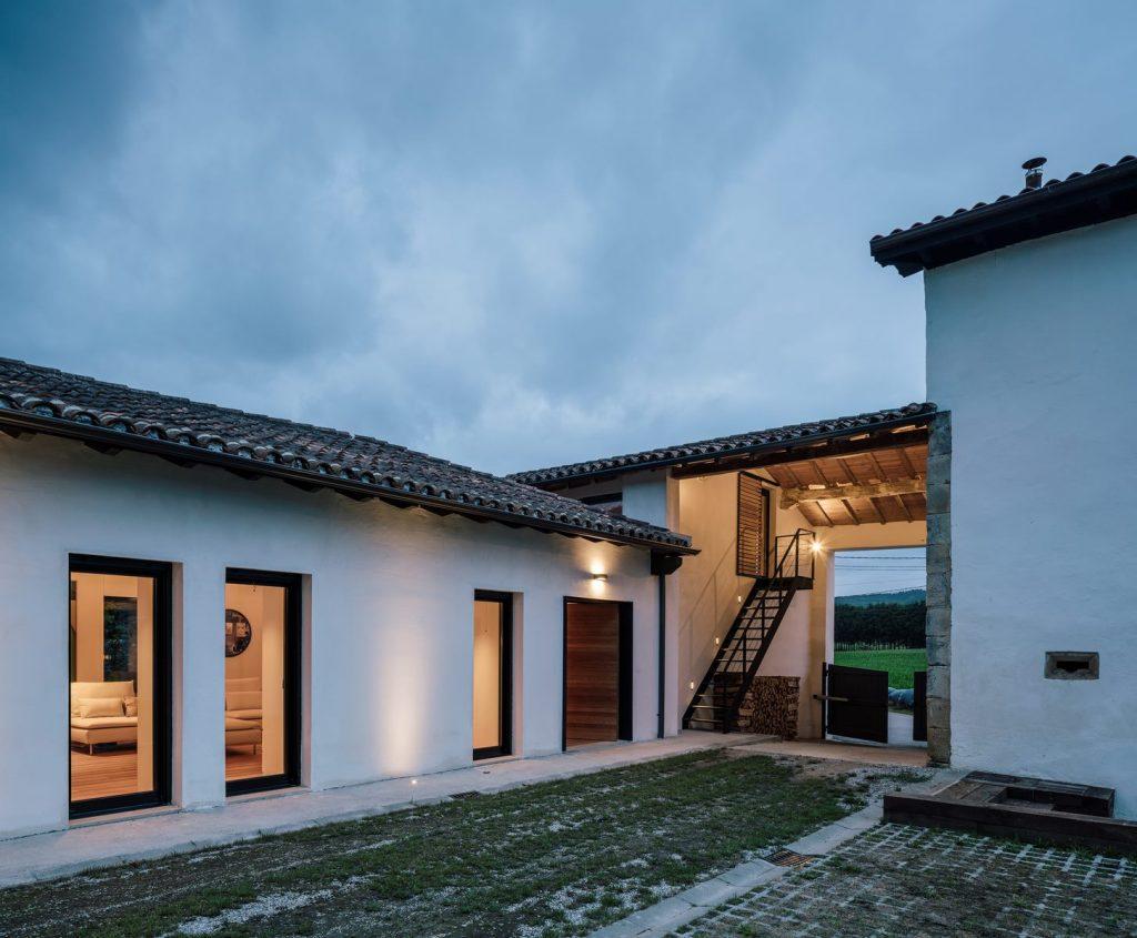 Vivienda en Güemes, reconversión de un establo en vivienda 32