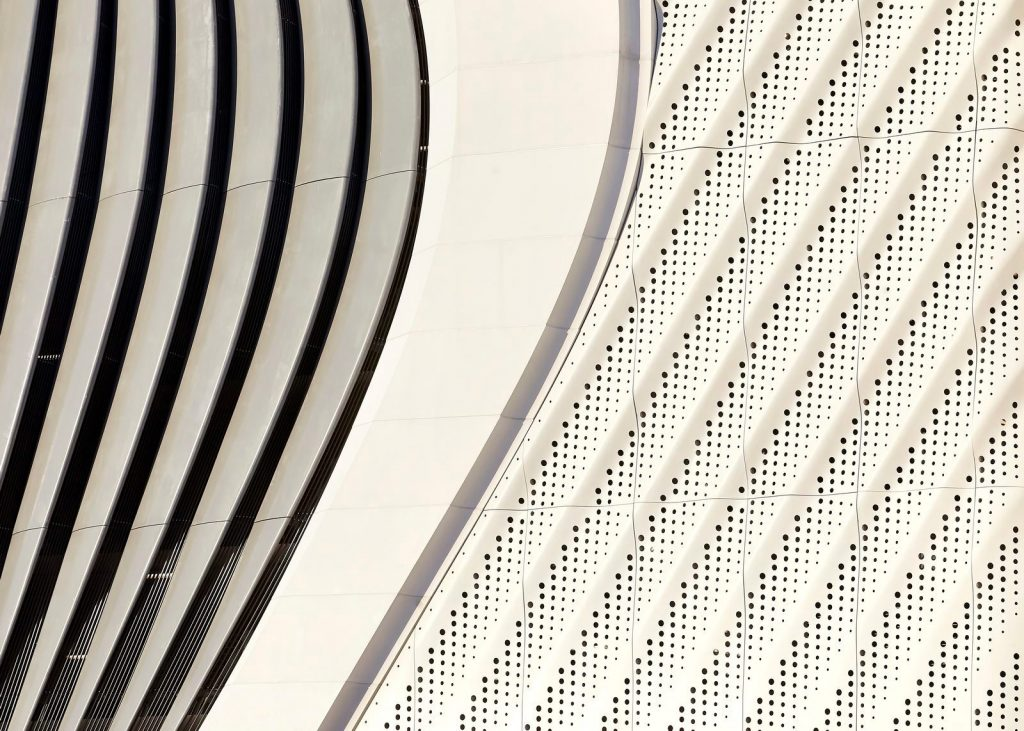 Fluidez entre arquitectura e ingeniería en las curvas de One Thousand Museum 12
