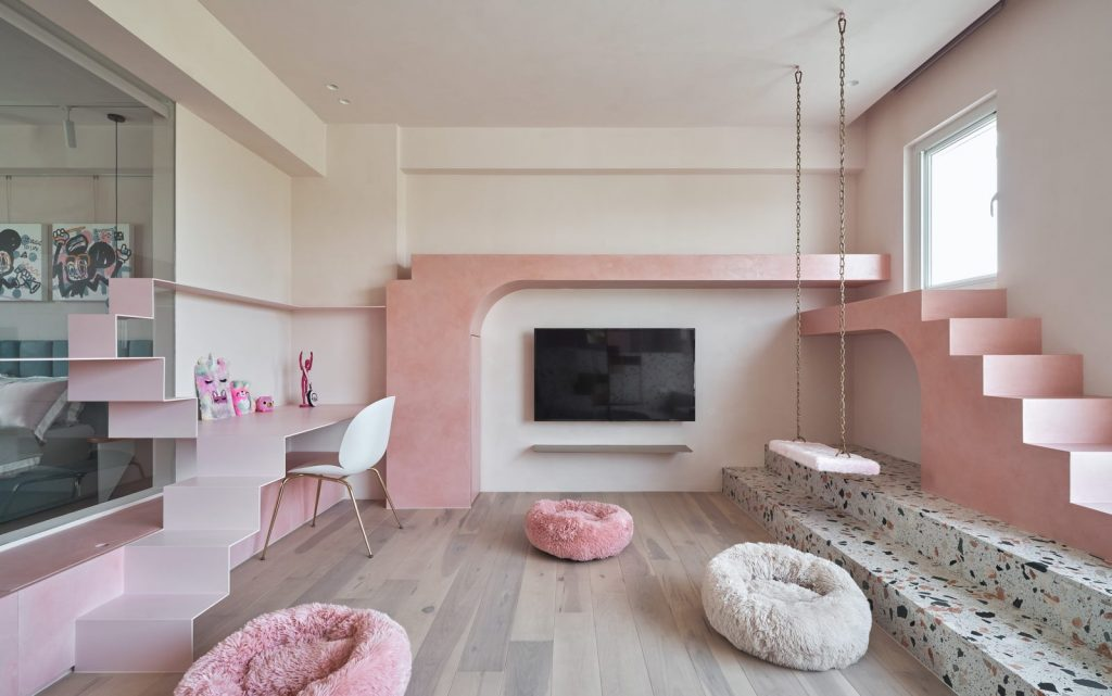 Cats' Pink House 7