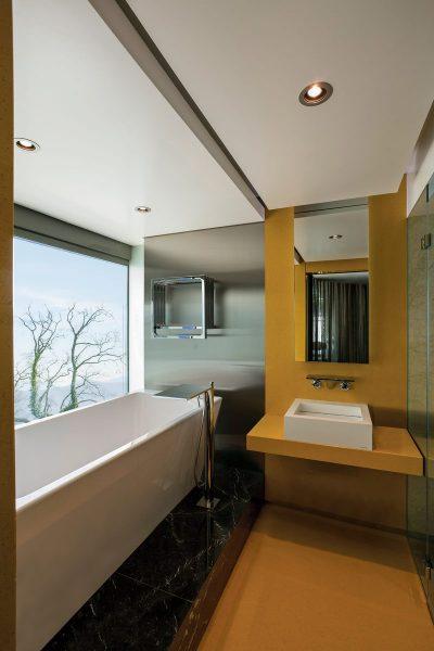 LakeHouse_Int_205-HR_Bathroom_001_sa_HR