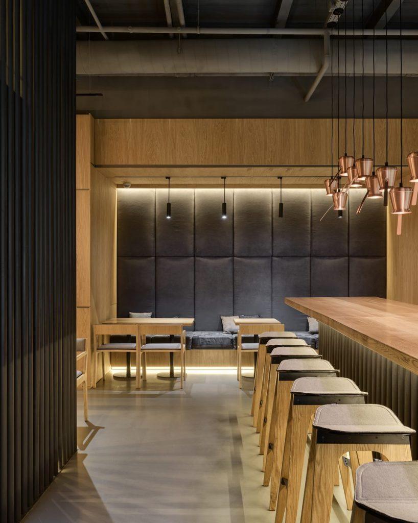 Los interiores dinámicos y modernos de TAKAVA 2.0 seguramente te harán pensar en el café 1