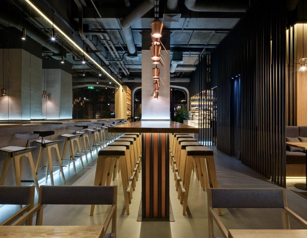 Los interiores dinámicos y modernos de TAKAVA 2.0 seguramente te harán pensar en el café 3