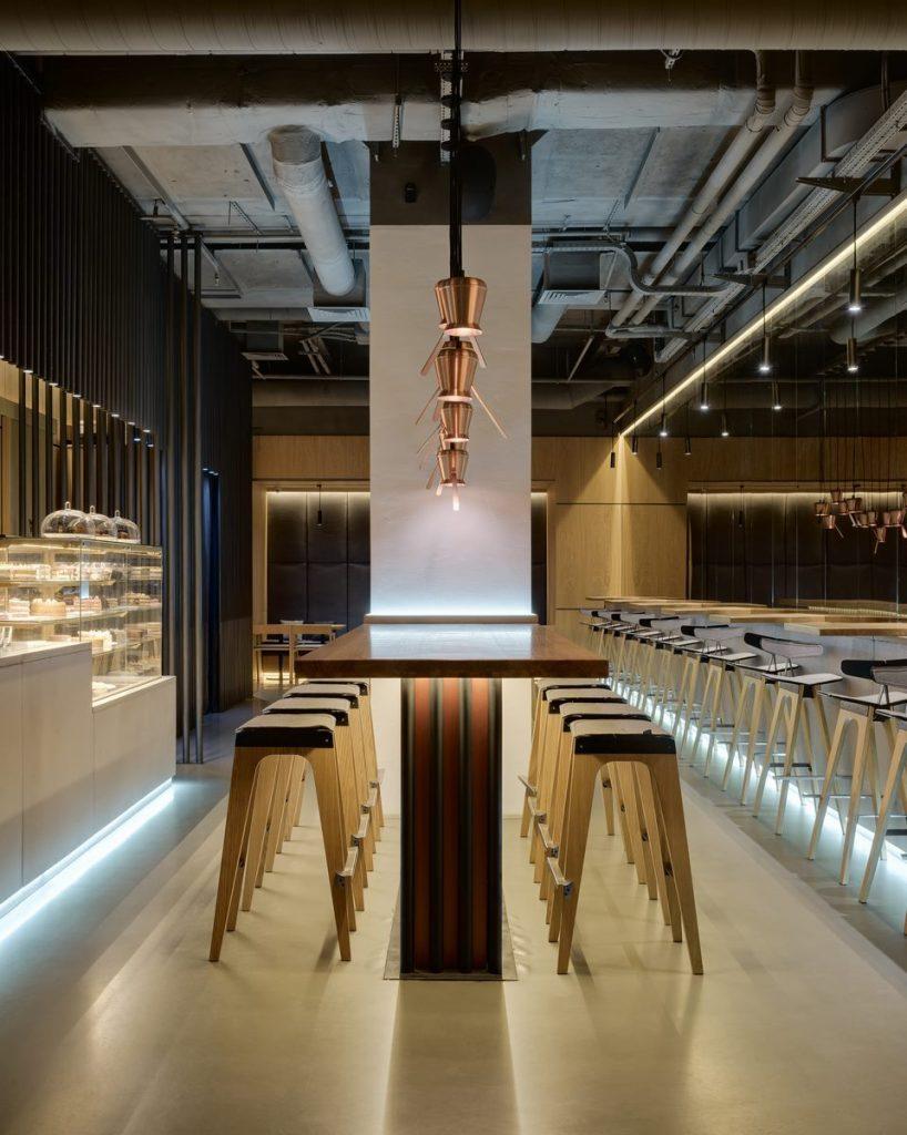 Los interiores dinámicos y modernos de TAKAVA 2.0 seguramente te harán pensar en el café 4