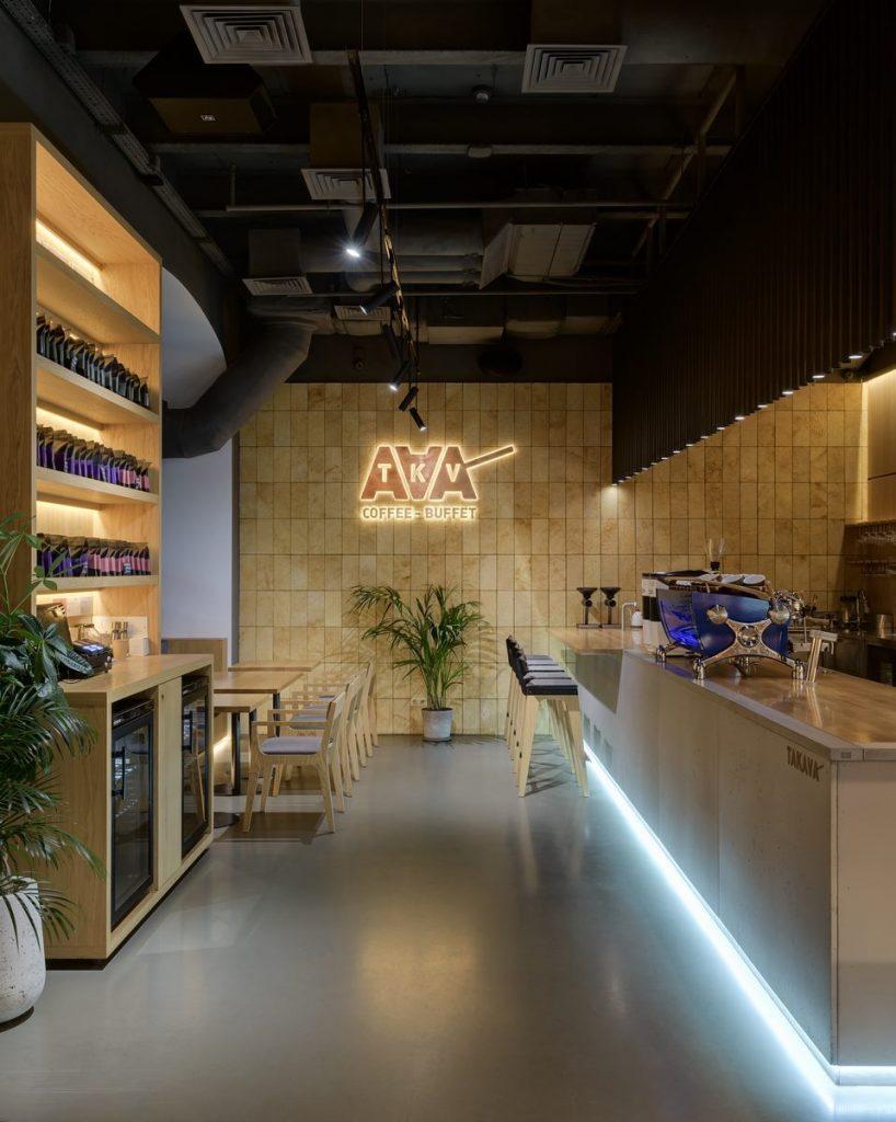 Los interiores dinámicos y modernos de TAKAVA 2.0 seguramente te harán pensar en el café 6