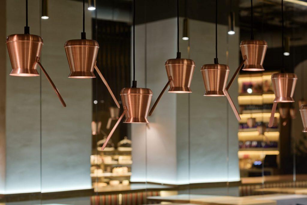 Los interiores dinámicos y modernos de TAKAVA 2.0 seguramente te harán pensar en el café 10