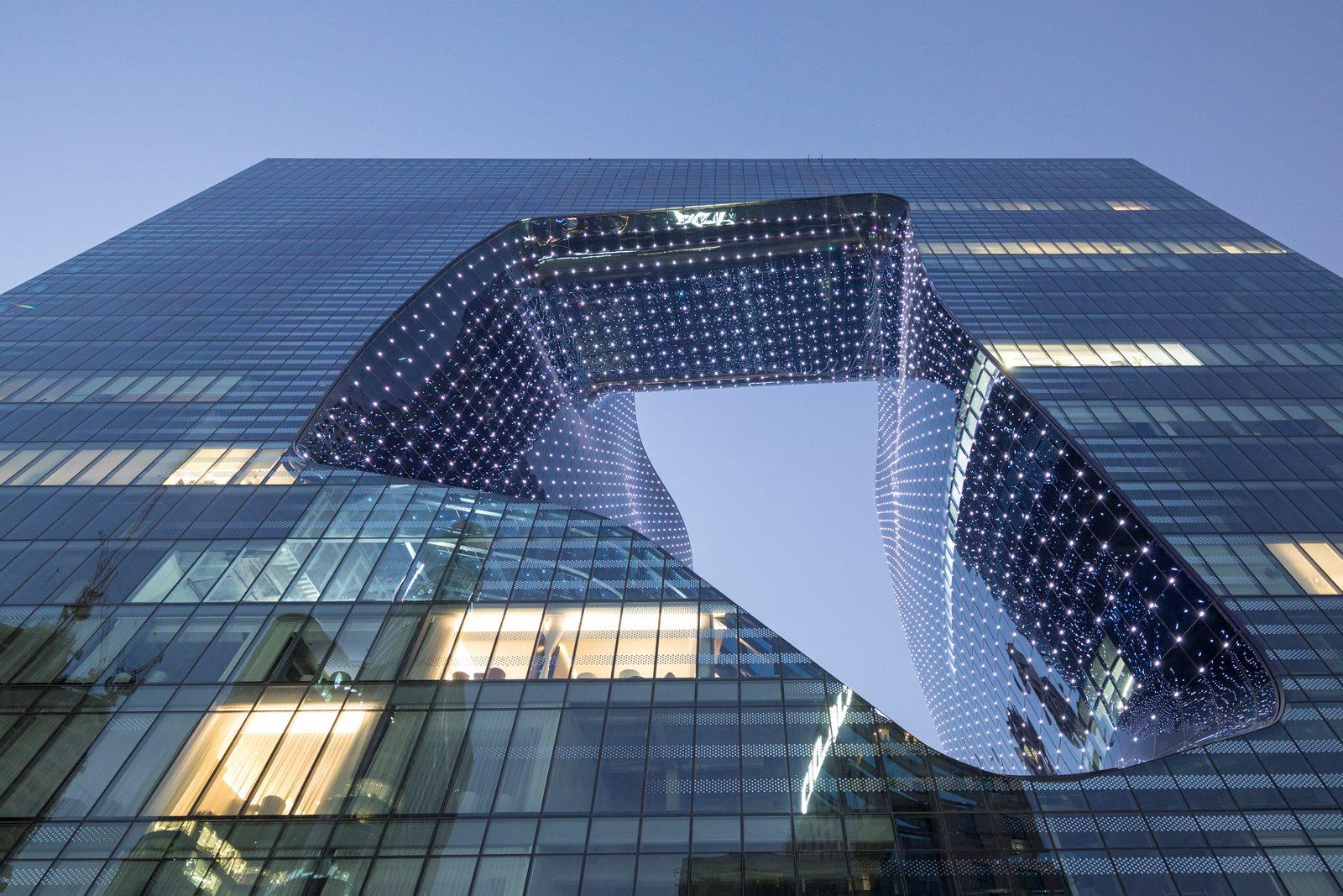 """Finalmente se completó """"ME Dubai hotel en el Opus"""". Un proyecto 100% diseño de Zaha Hadid. 28"""