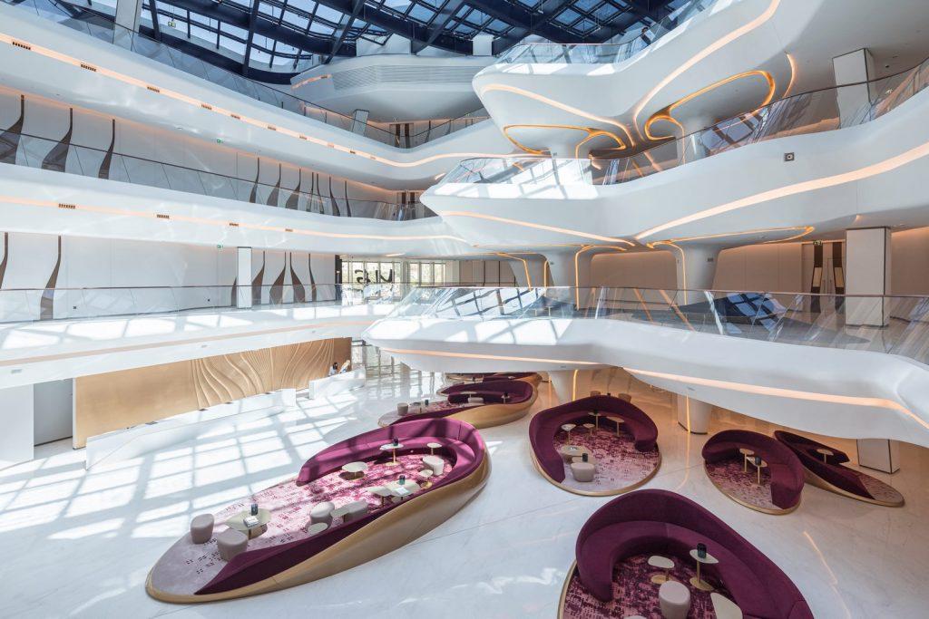 """Finalmente se completó """"ME Dubai hotel en el Opus"""". Un proyecto 100% diseño de Zaha Hadid. 15"""