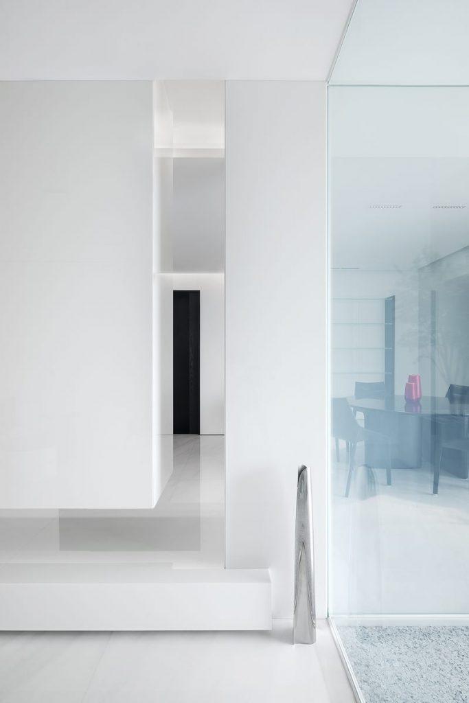 Una casa geométrica minimalista 7