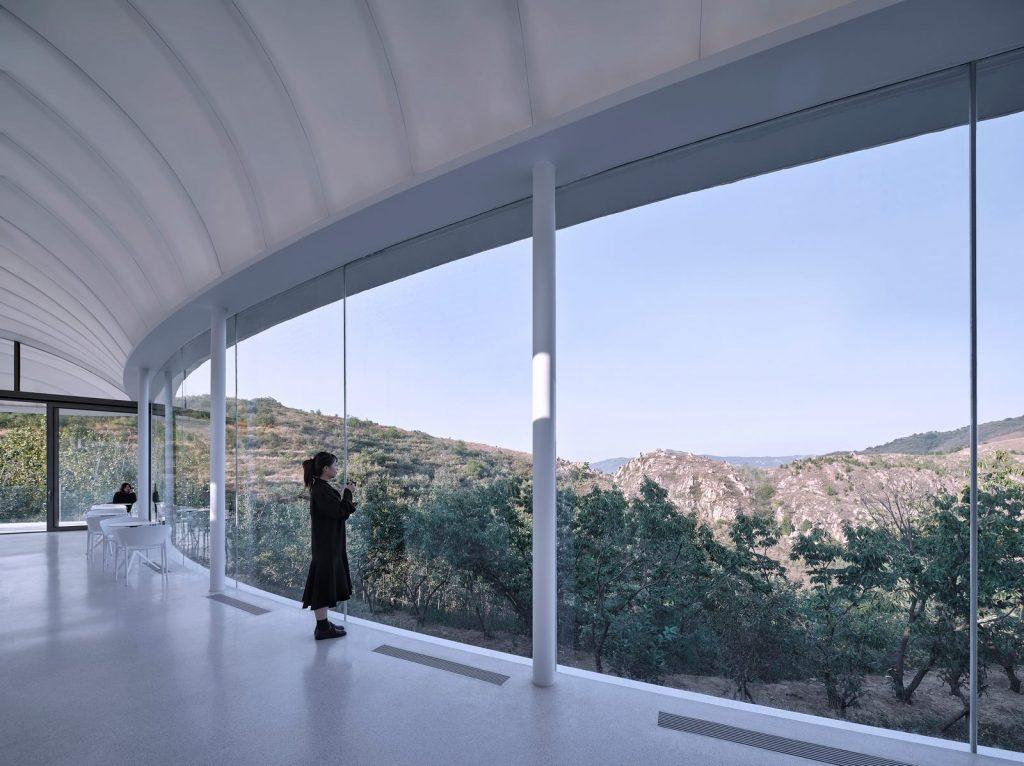 Estudio de Jiunvfeng como una nube suspendida en el Monte Tai / gad · line + studio 26
