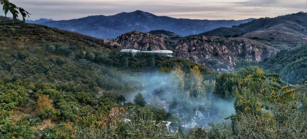 Estudio de Jiunvfeng como una nube suspendida en el Monte Tai / gad · line + studio 3