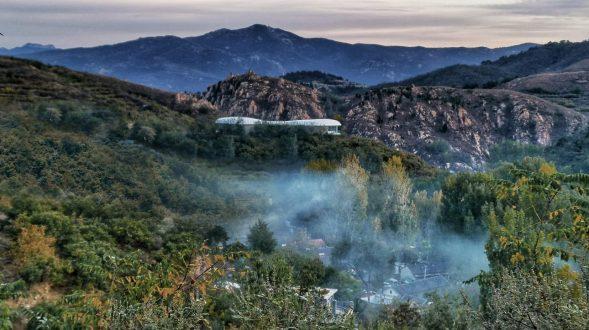 Estudio de Jiunvfeng como una nube suspendida en el Monte Tai / gad · line + studio 14