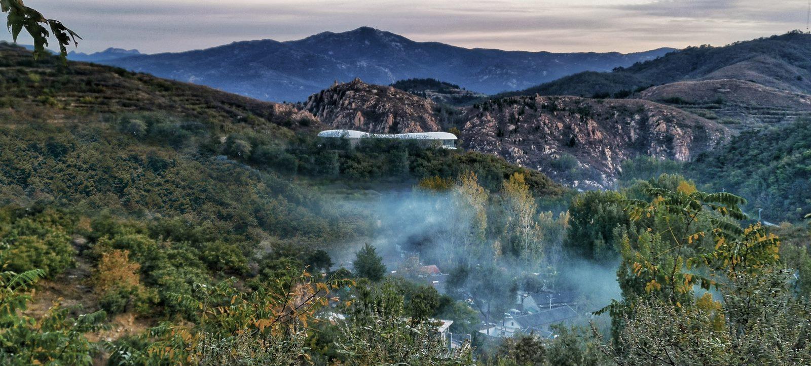 Estudio de Jiunvfeng como una nube suspendida en el Monte Tai / gad · line + studio 38