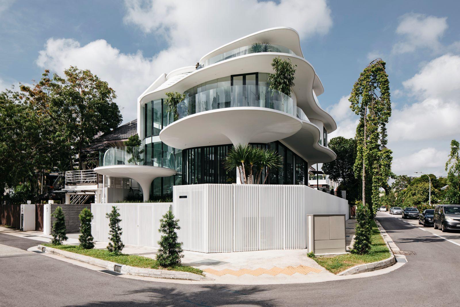 Con las curvas y sensualidad femenina EHKA STUDIO diseñó Stiletto House 30