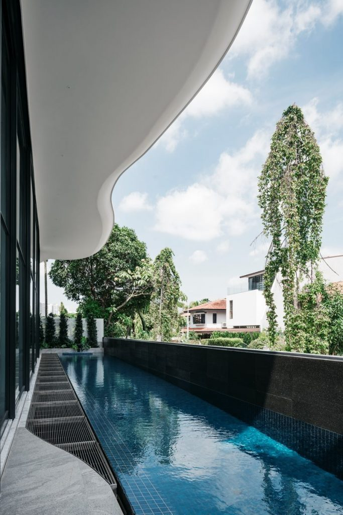 Con las curvas y sensualidad femenina EHKA STUDIO diseñó Stiletto House 22