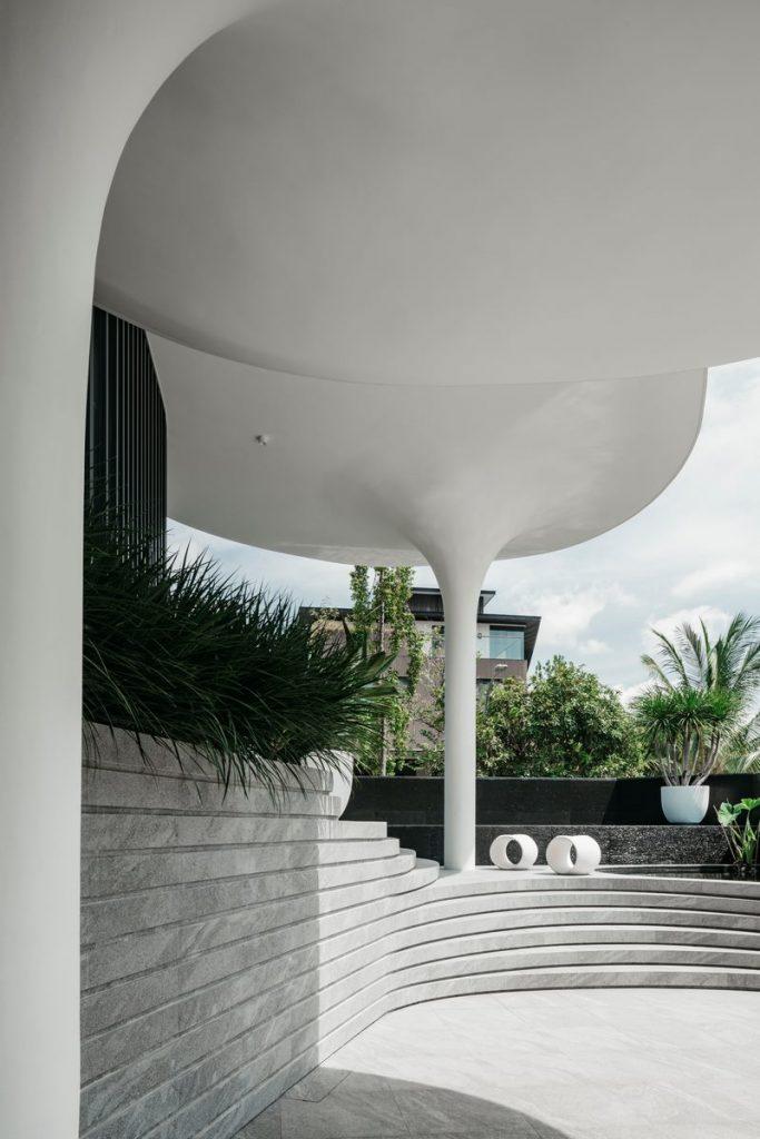 Con las curvas y sensualidad femenina EHKA STUDIO diseñó Stiletto House 23