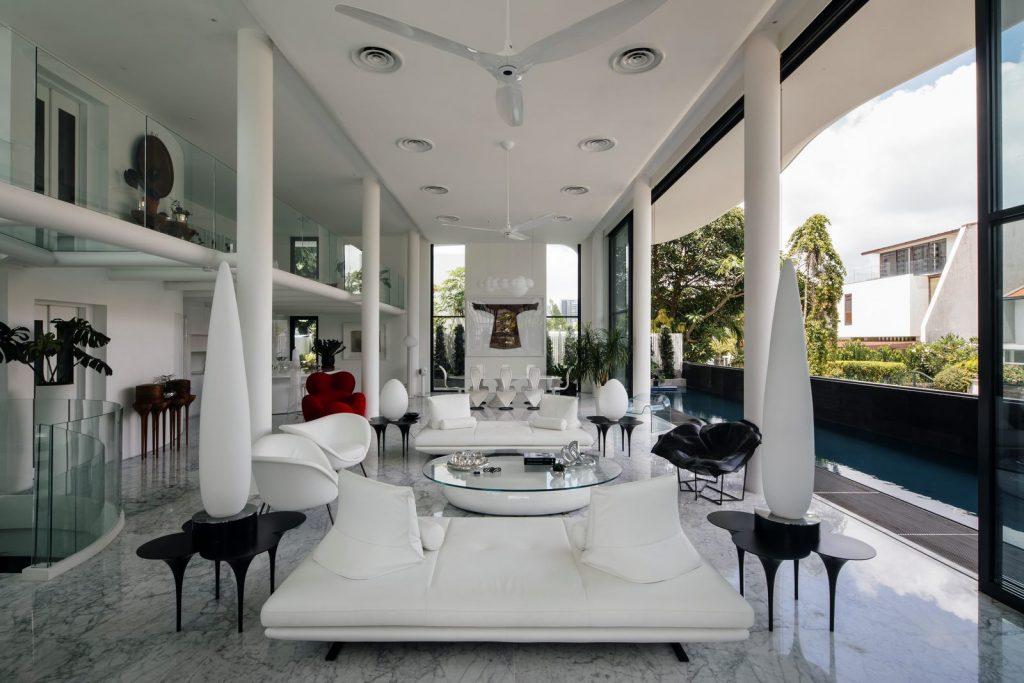 Con las curvas y sensualidad femenina EHKA STUDIO diseñó Stiletto House 4