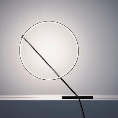 Lámpara-de-mesa-ajustable-Poise-de-Dabi-Robert