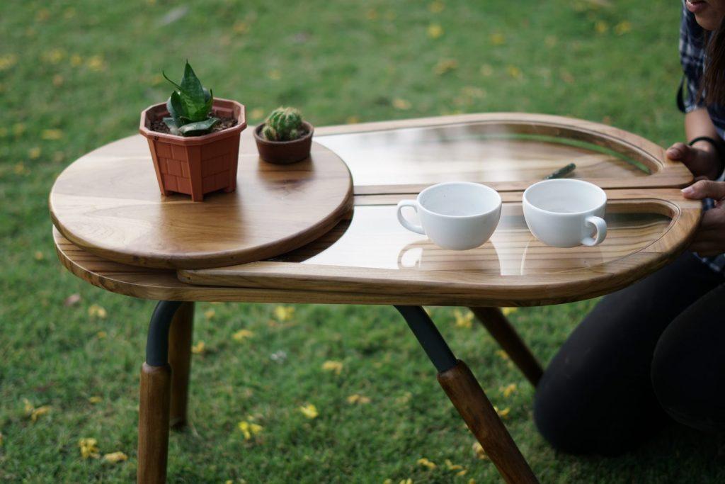 Una mesa que abre sus alas para servir café 1
