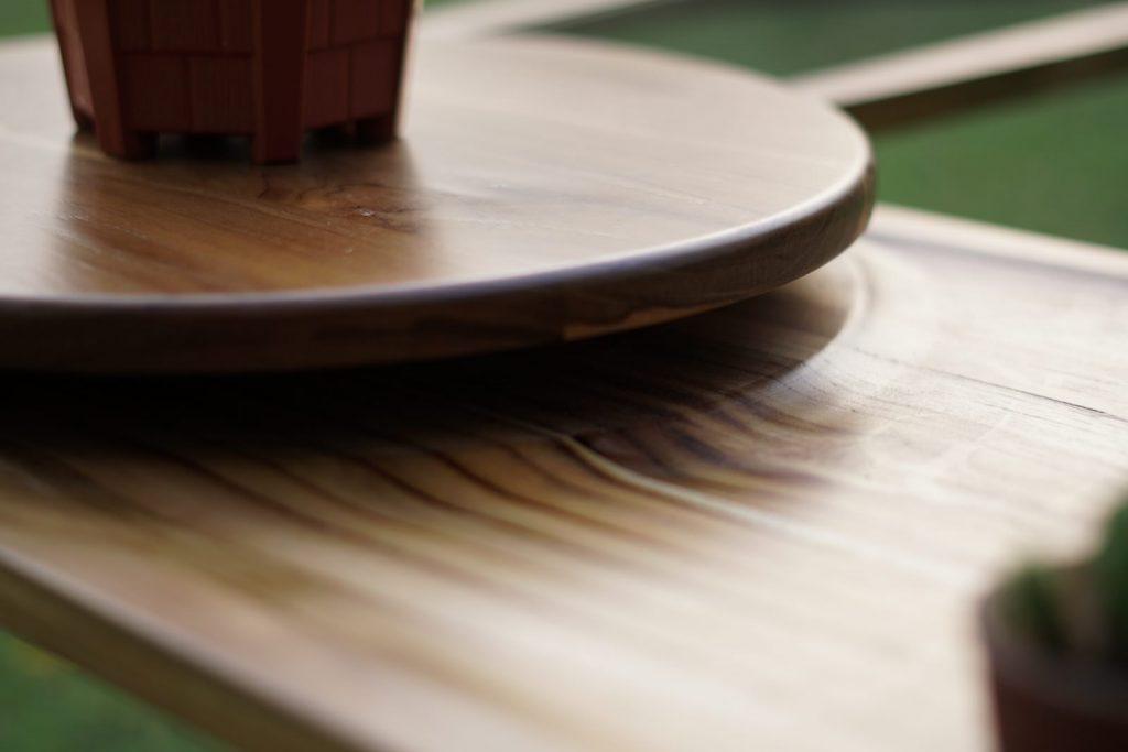 Una mesa que abre sus alas para servir café 4