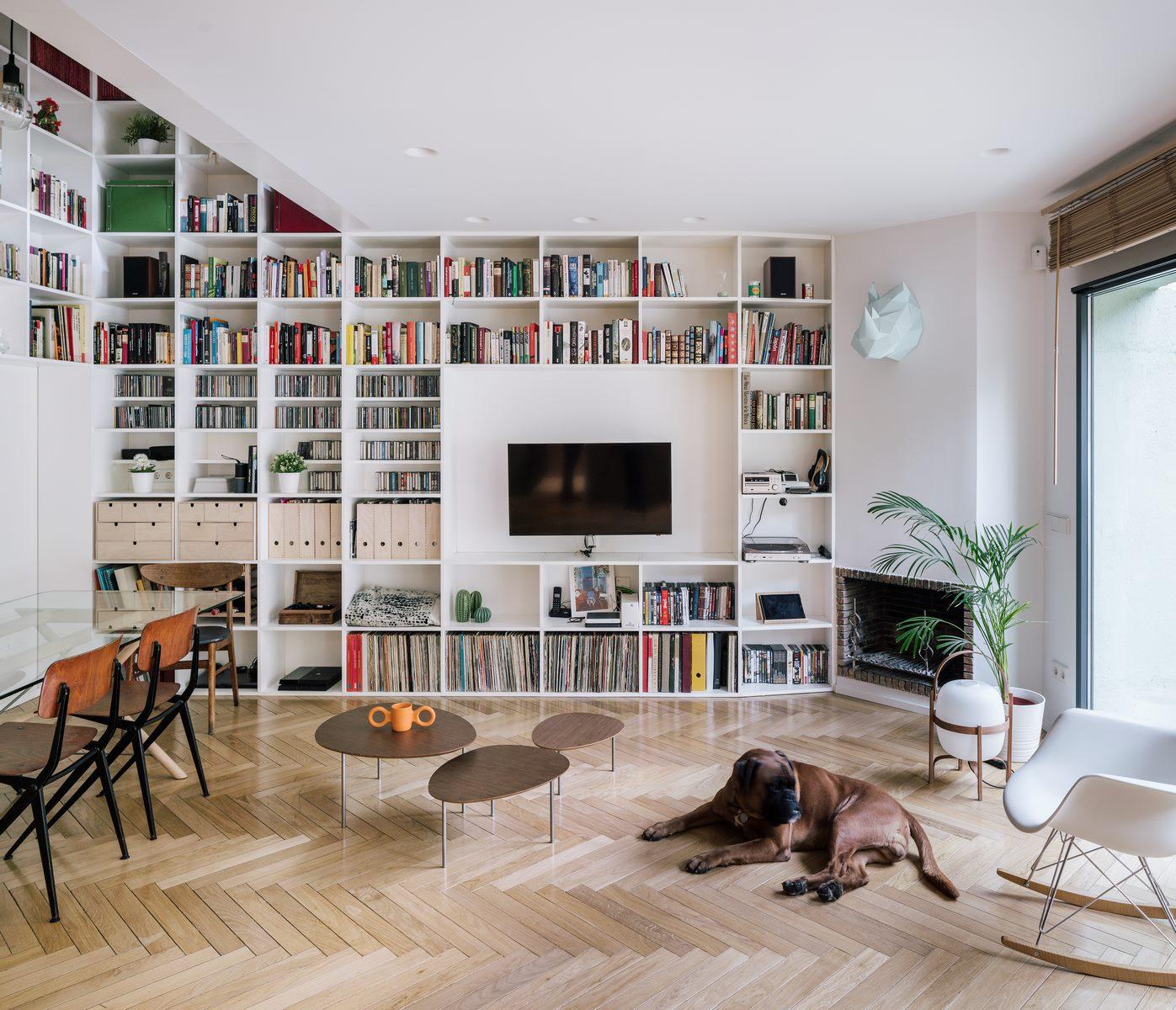 Una escalera integradora y protagonista en esta vivienda en Madrid 11