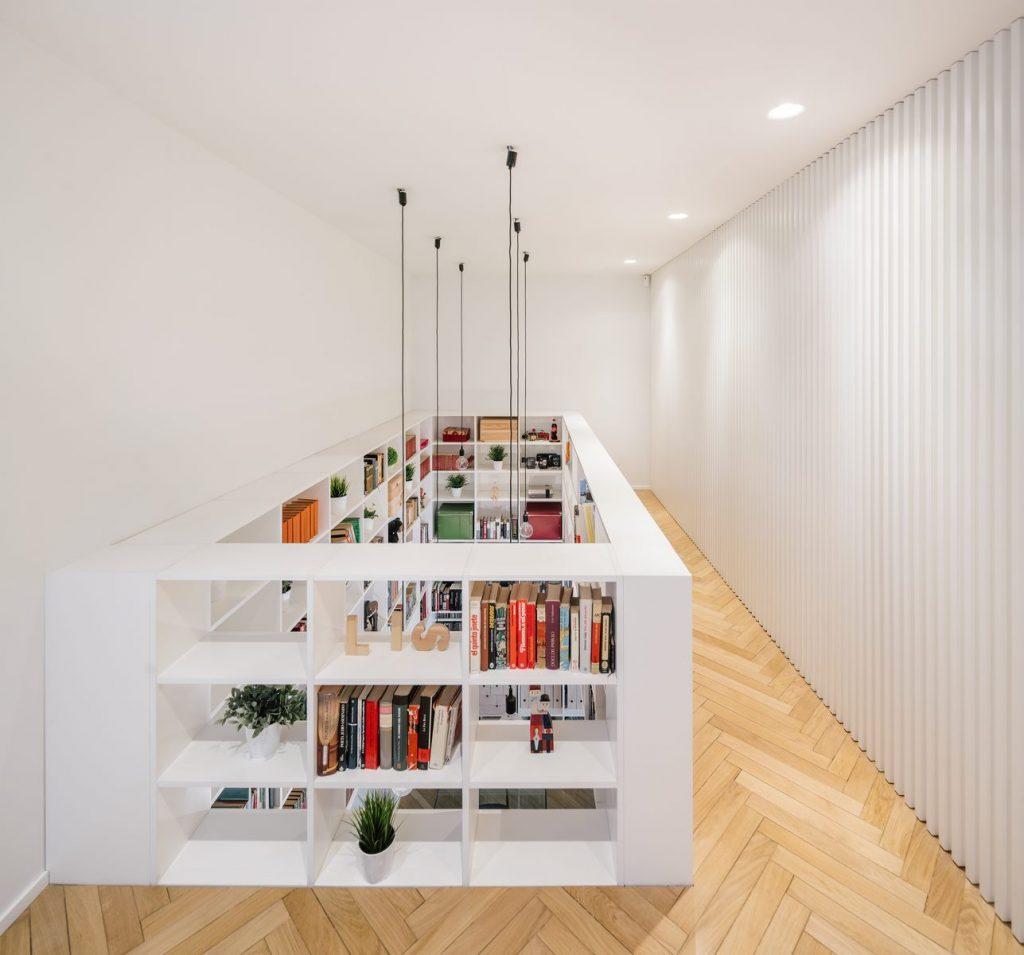 Una escalera integradora y protagonista en esta vivienda en Madrid 1