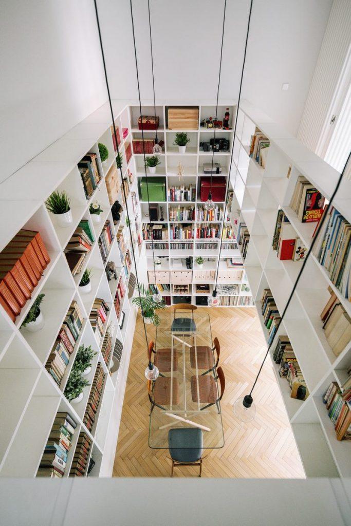 Una escalera integradora y protagonista en esta vivienda en Madrid 2