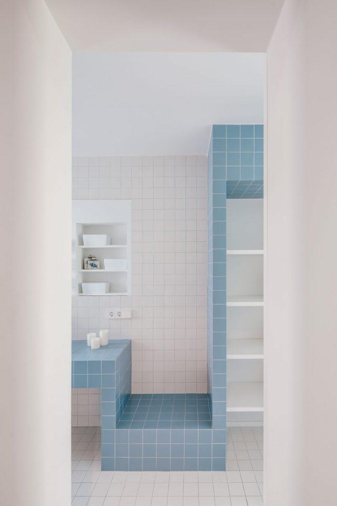Una escalera integradora y protagonista en esta vivienda en Madrid 4