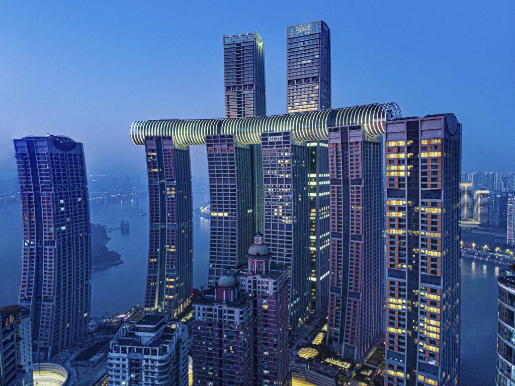 Una torre de Cristal horizontal de 300 metros de largo en Raffles City Chongqing 2