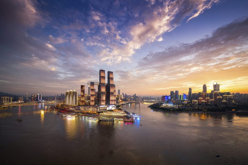 Una torre de Cristal horizontal de 300 metros de largo en Raffles City Chongqing 1