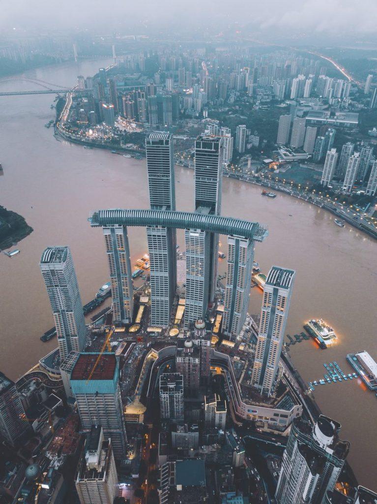 Una torre de Cristal horizontal de 300 metros de largo en Raffles City Chongqing 7