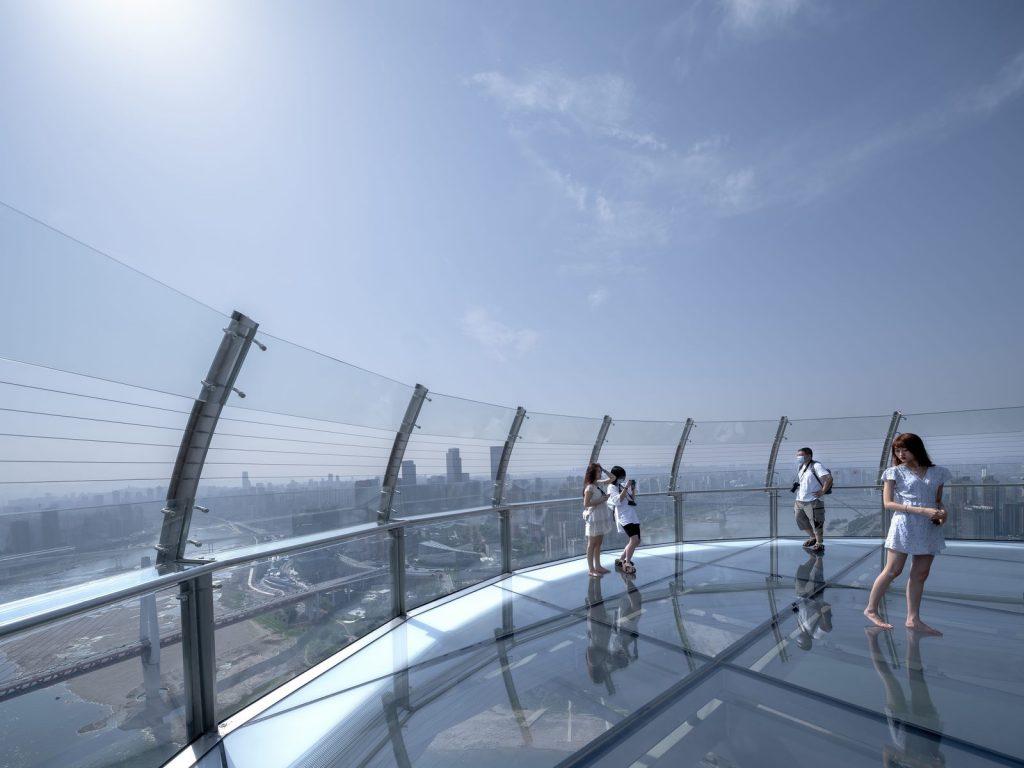 Una torre de Cristal horizontal de 300 metros de largo en Raffles City Chongqing 12