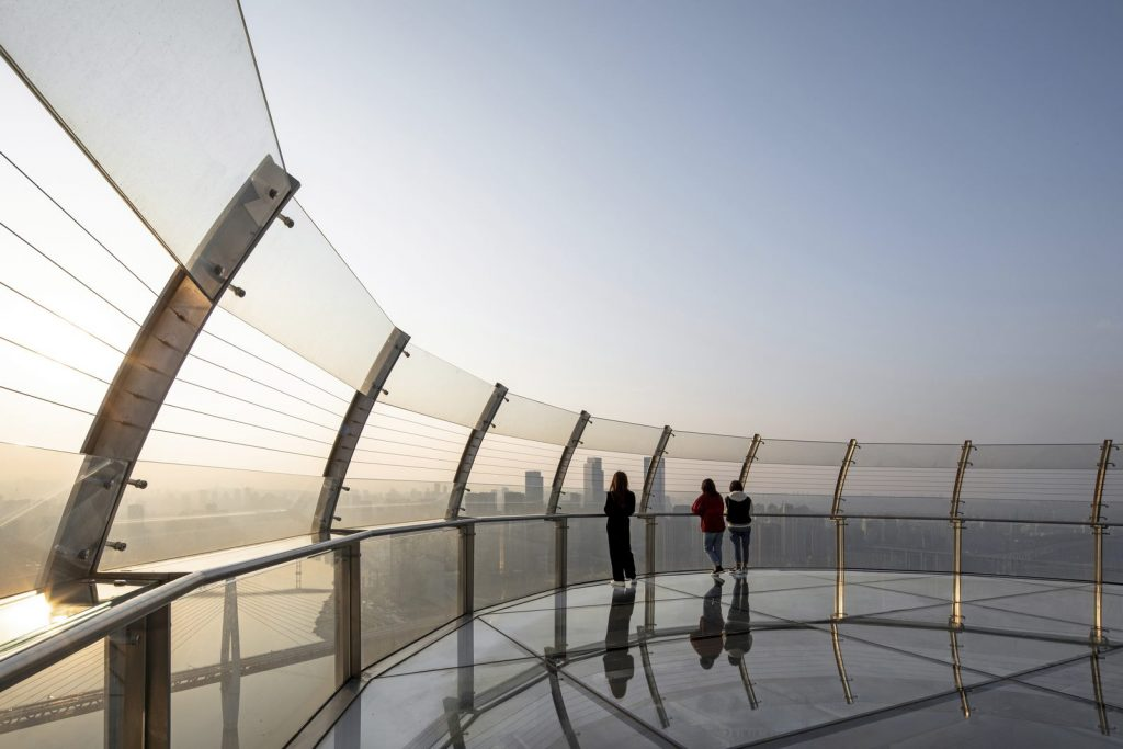 Una torre de Cristal horizontal de 300 metros de largo en Raffles City Chongqing 10