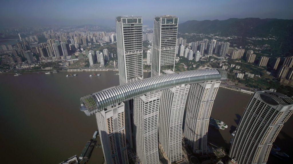 Una torre de Cristal horizontal de 300 metros de largo en Raffles City Chongqing 11