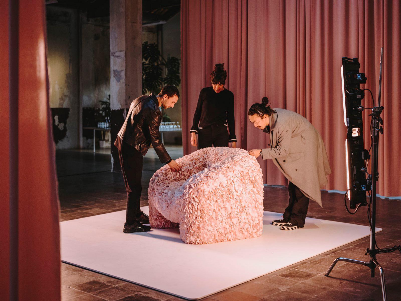 """Entre imagen y objeto, """"Silla Hortensia"""" encuentra su forma 11"""