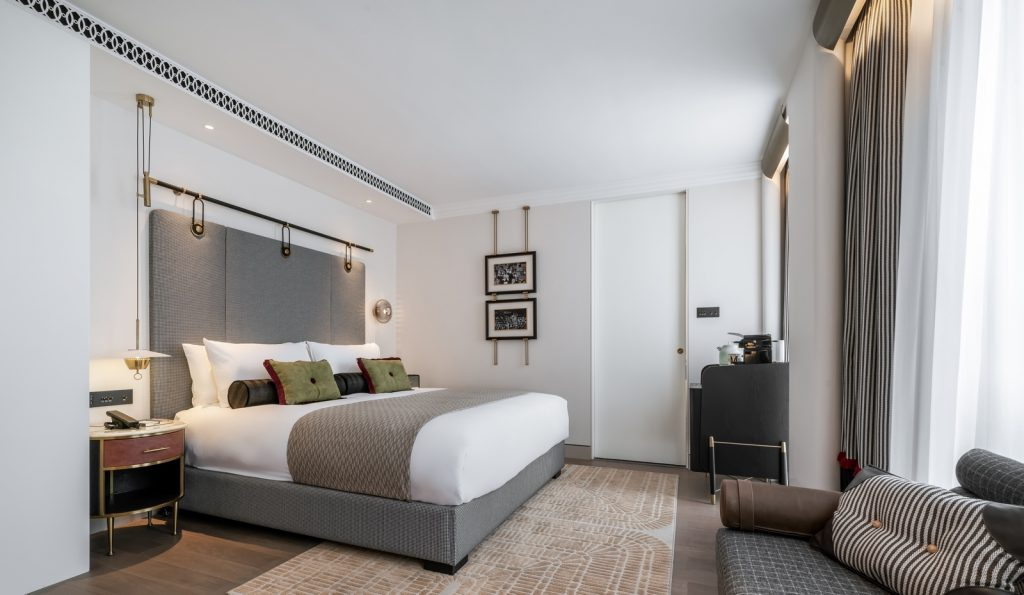 Hotel Blackstone M + 22