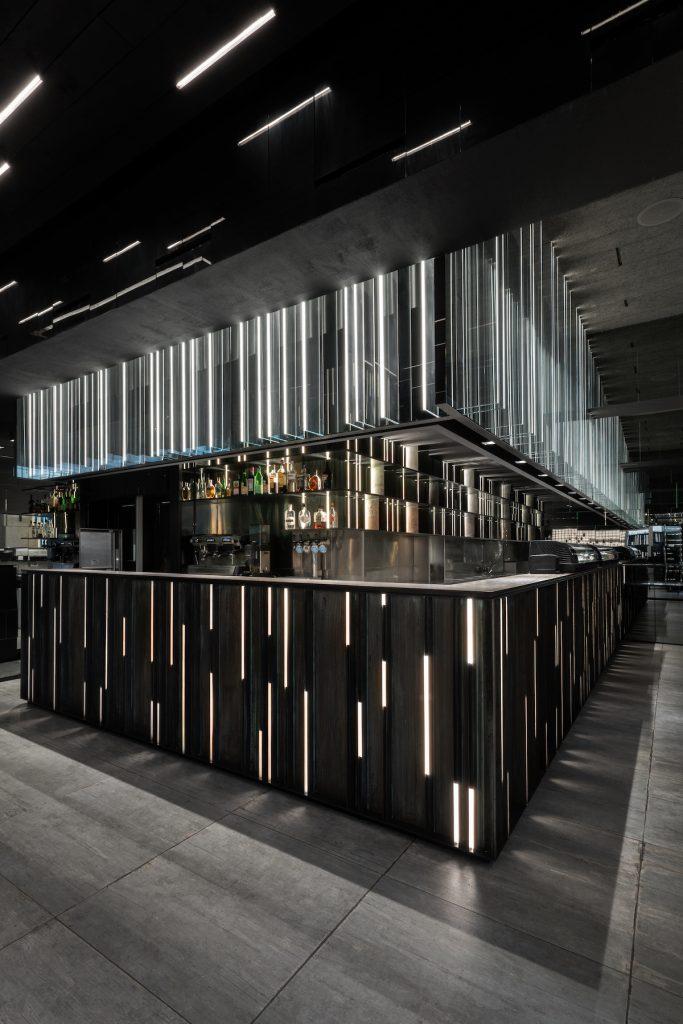 La forma de la luz: una nueva idea de espacio define la experiencia gastronómica de un restaurante asiático en Milán 3