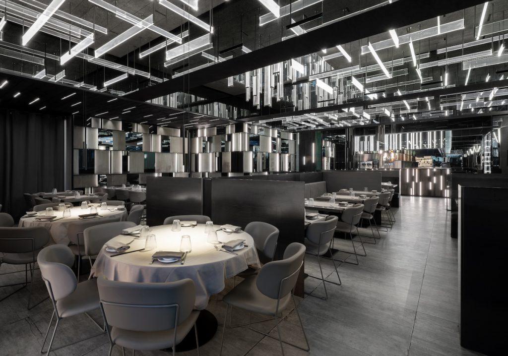 La forma de la luz: una nueva idea de espacio define la experiencia gastronómica de un restaurante asiático en Milán 4