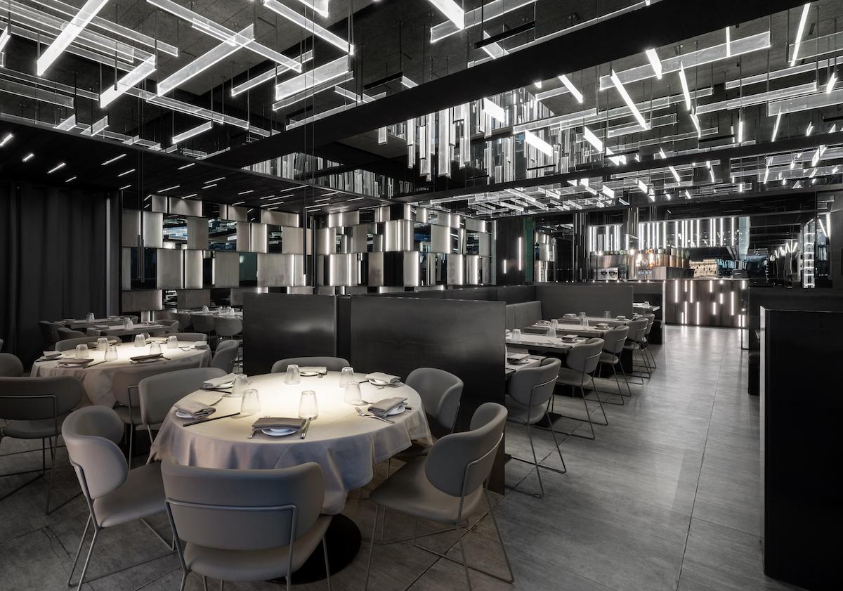 La forma de la luz: una nueva idea de espacio define la experiencia gastronómica de un restaurante asiático en Milán 22