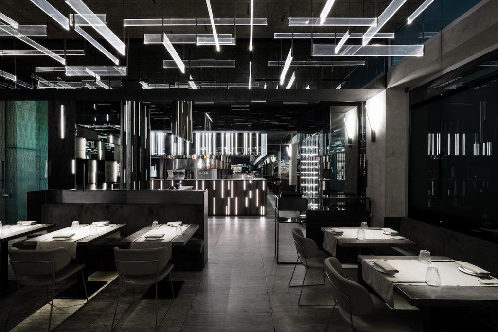 La forma de la luz: una nueva idea de espacio define la experiencia gastronómica de un restaurante asiático en Milán 5