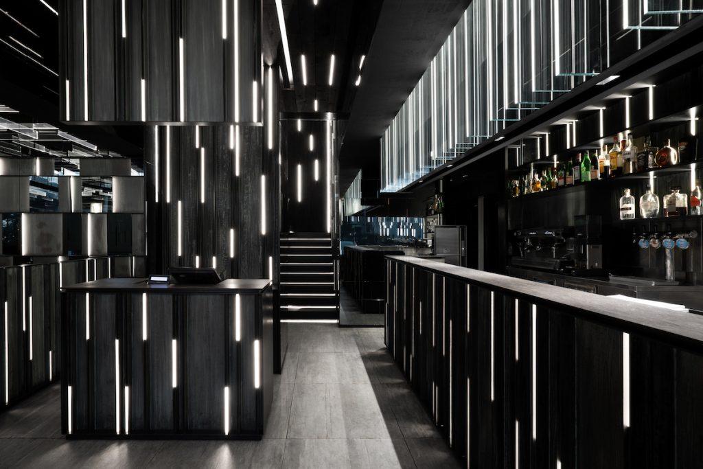 La forma de la luz: una nueva idea de espacio define la experiencia gastronómica de un restaurante asiático en Milán 11