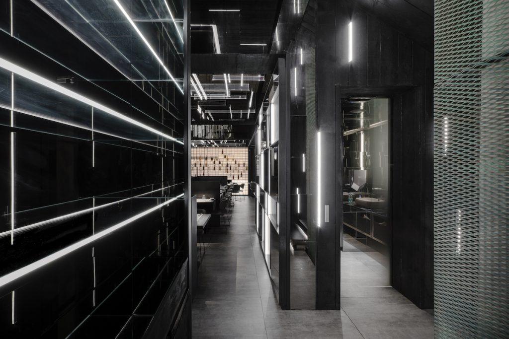 La forma de la luz: una nueva idea de espacio define la experiencia gastronómica de un restaurante asiático en Milán 9