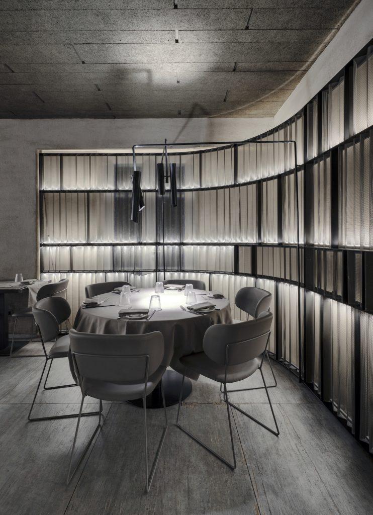La forma de la luz: una nueva idea de espacio define la experiencia gastronómica de un restaurante asiático en Milán 8