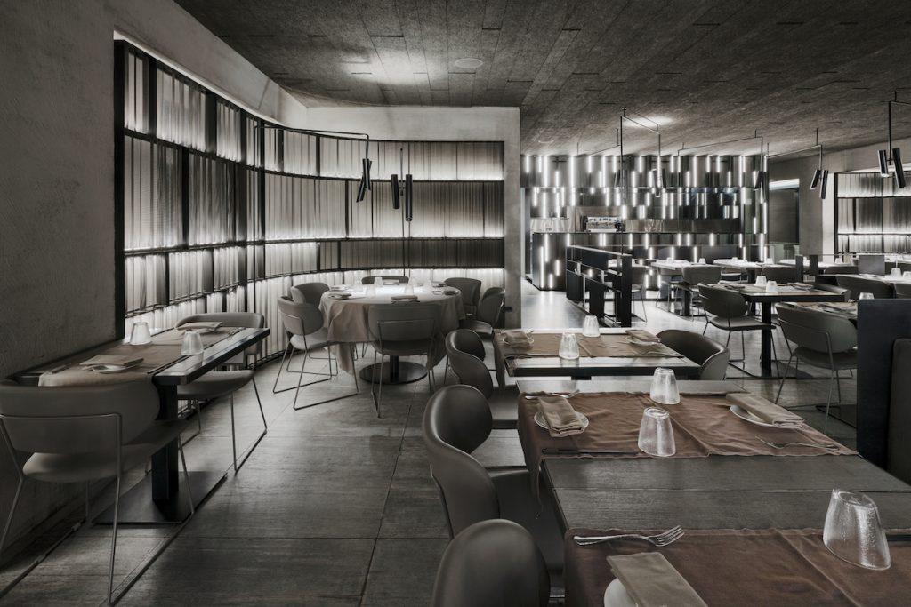 La forma de la luz: una nueva idea de espacio define la experiencia gastronómica de un restaurante asiático en Milán 18