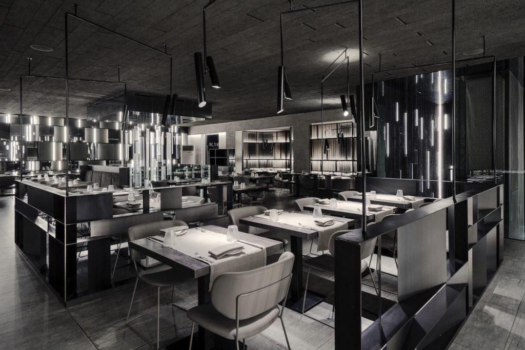 La forma de la luz: una nueva idea de espacio define la experiencia gastronómica de un restaurante asiático en Milán 7