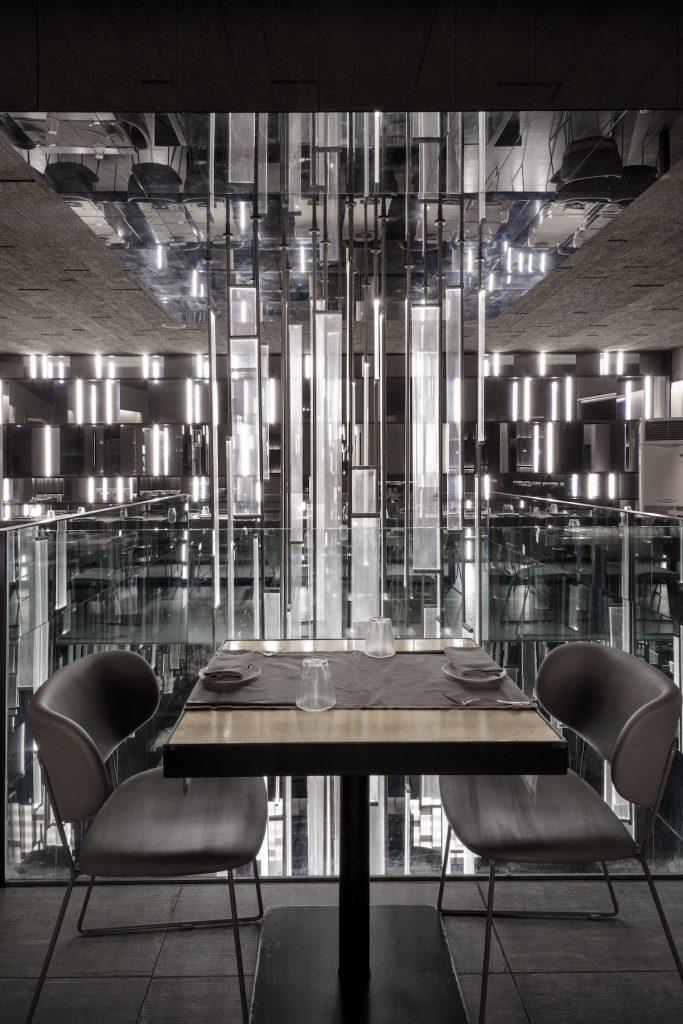 La forma de la luz: una nueva idea de espacio define la experiencia gastronómica de un restaurante asiático en Milán 6